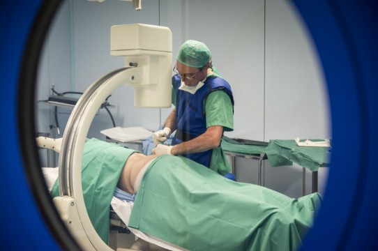 ¿Puedo hacer algo para prevenir la aparición de una hernia discal?